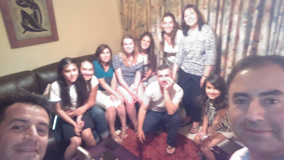 Meine 3 Familien! Links nach Rechts: Mein Papi Rodrigo, Catalina, Samantha, Lily, Germaine, Ich, Meine Mami Karin, Felipe, Claudia,Sofi, Rafael